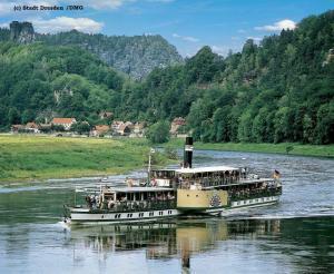 Dampferfahrt Dresden mit historischen Schaufelraddampfern